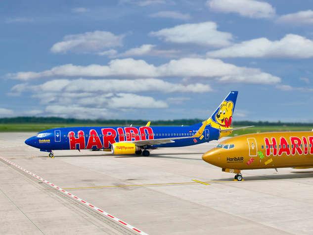 Avião com ursinho de ouro e logótipo HARIBO