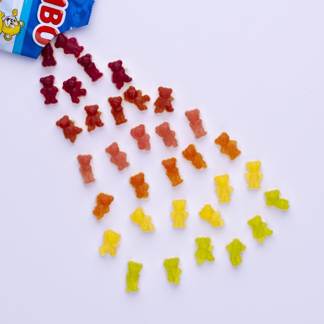 Bunte Milchbären nach Farbe sortiert