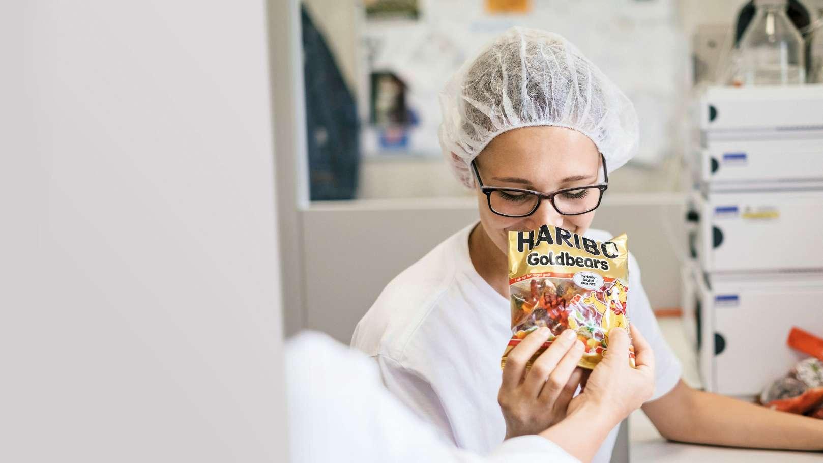 HARIBO-nallekarkkien laaduntarkastus