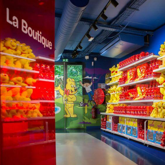 Store Interior 1 (Boutique, 16:9)