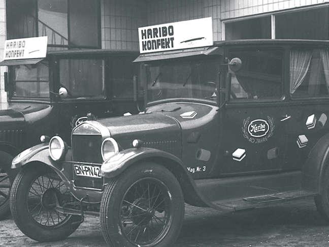 Carro antigo com o logótipo HARIBO